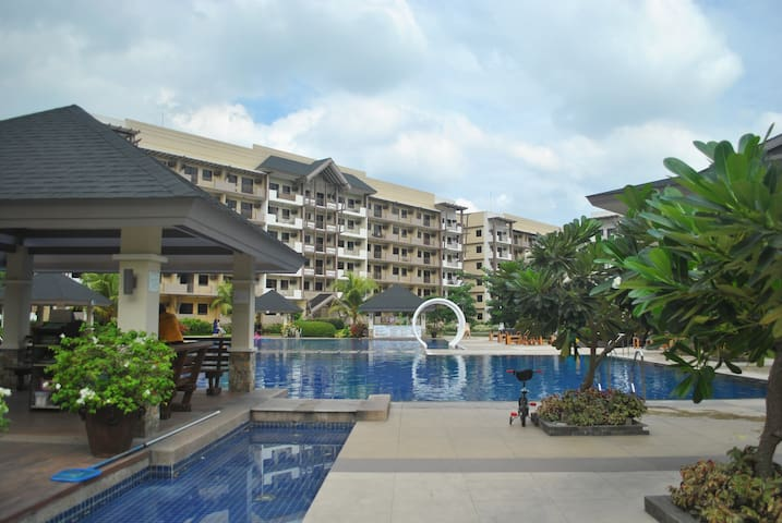2BR Unit at a Resort-type condo - Parañaque - Apartment