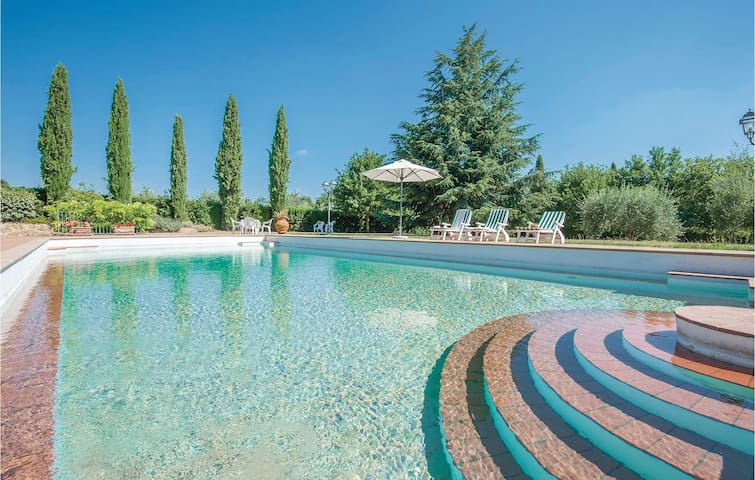 Holiday cottage with 4 bedrooms on 270 m² in Tavarnelle V.P. FI