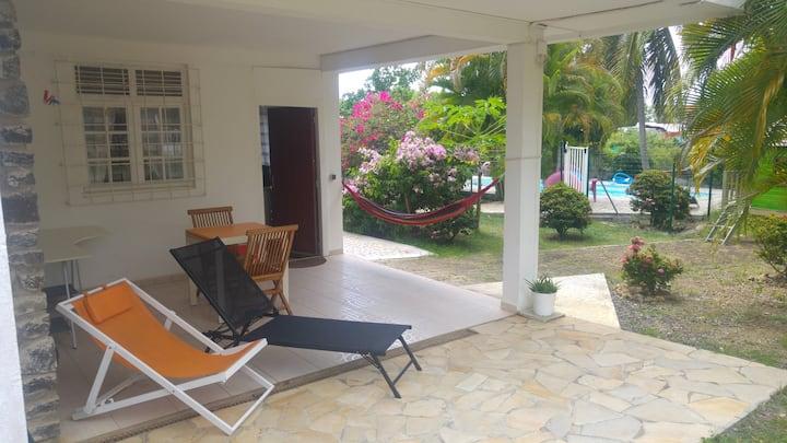 T2 piscine situé à Gosier Perinet