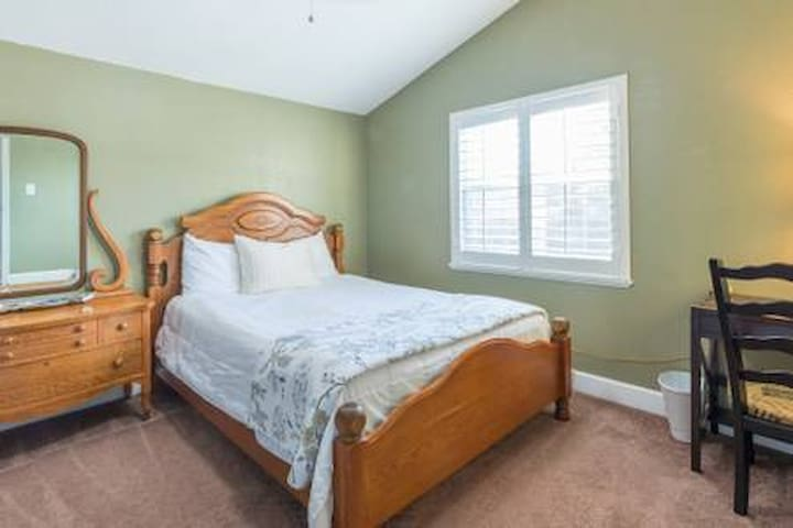 Private bedroom 1 Beaches n attractions pool home