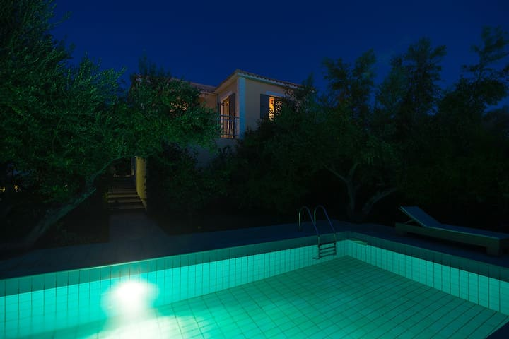 One bedroom Villa sleeps 2 in Gialova 1