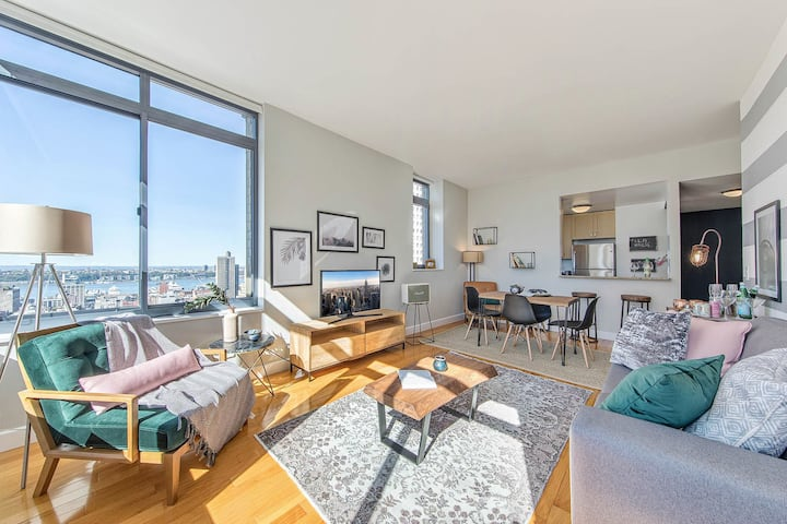 Times Square 1BR w/ Great views + Indoor pool by Blueground