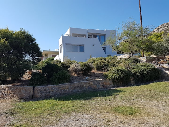 Modern house near Athens (40km) and Airport (20km)