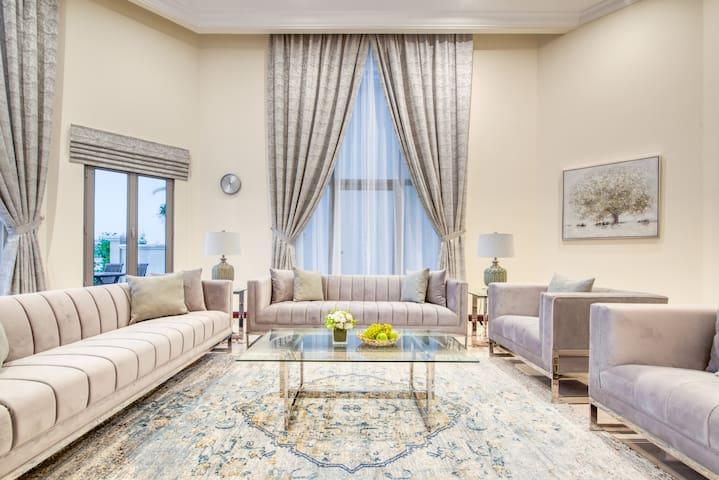 Luxury Beachfront Villa on Palm Jumeirah Island