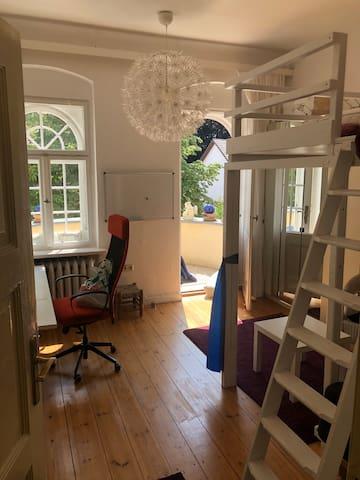 Schönes Zimmer in Dahlem mit Balkon
