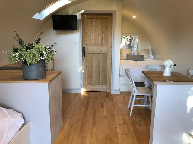 Larch Pod - A Unique Luxury Glamping Experience