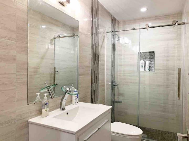 Cozy Room w/ Private Bathroom in Brand New Condo