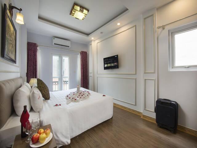Deluxe Balcony City View Room