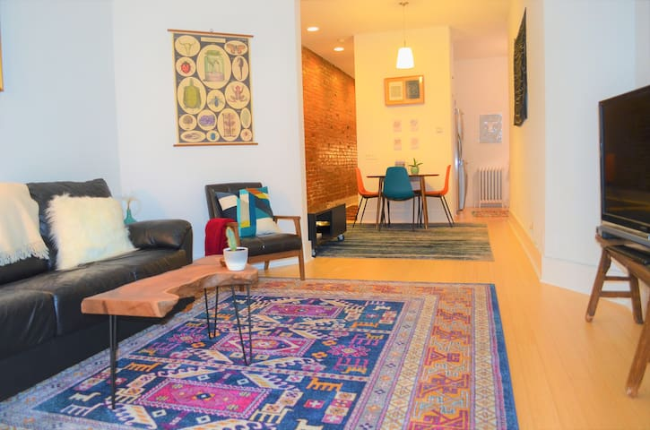 Gorgeous, large, modern 1 BR on Hist. Logan Circle