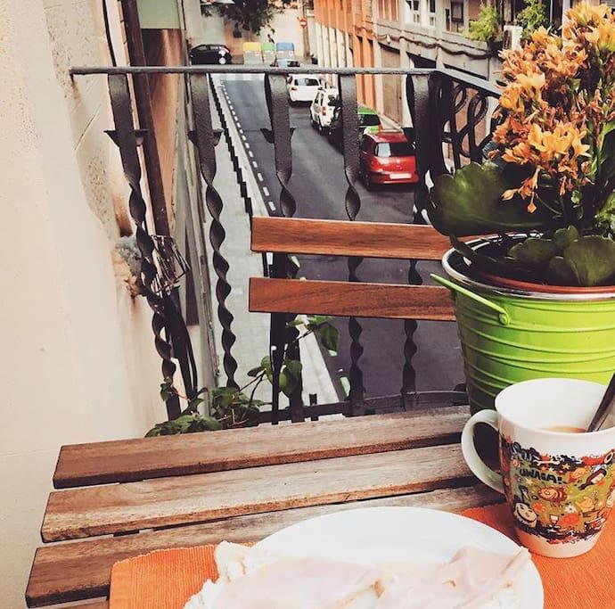 Little balcony / Balcón exterior