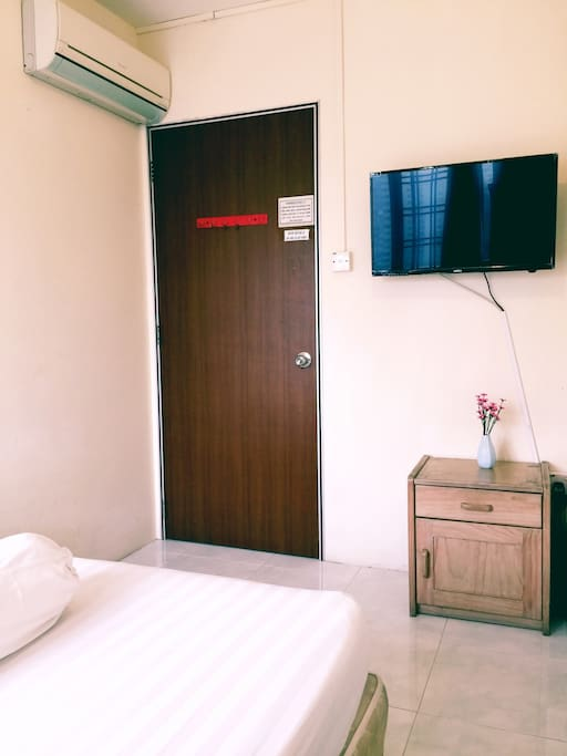 1 Queen sized bed  (TV and AC inside)