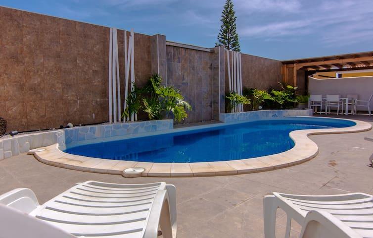 """Luxury 3 bedroom villa """"Delfín"""" in Callao salvaje"""