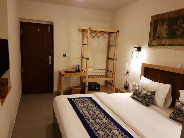 Charming Himalayan Room 2-Near MG Road/City Center