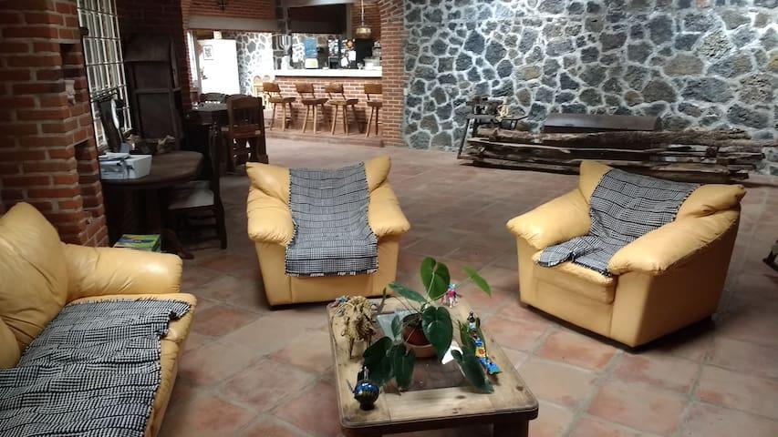 Casa-cabaña rústica, privacidad y tranquilidad. - Huitzilac - Cabana