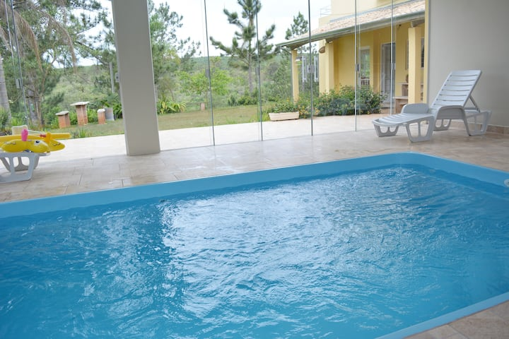 Chácara, piscina coberta com aquecimento solar