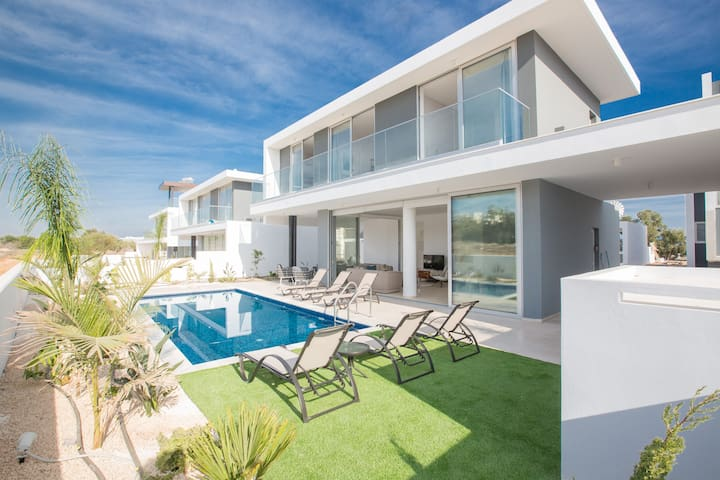 Villa Nia, Fantastic, New, 3BDR Protaras Villa