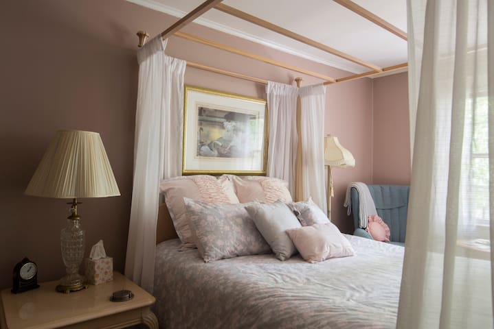 The Grandstaff Room is named for the first guests who stayed at the Manor. There is a queen-sized, canopy bed and sleeps two.