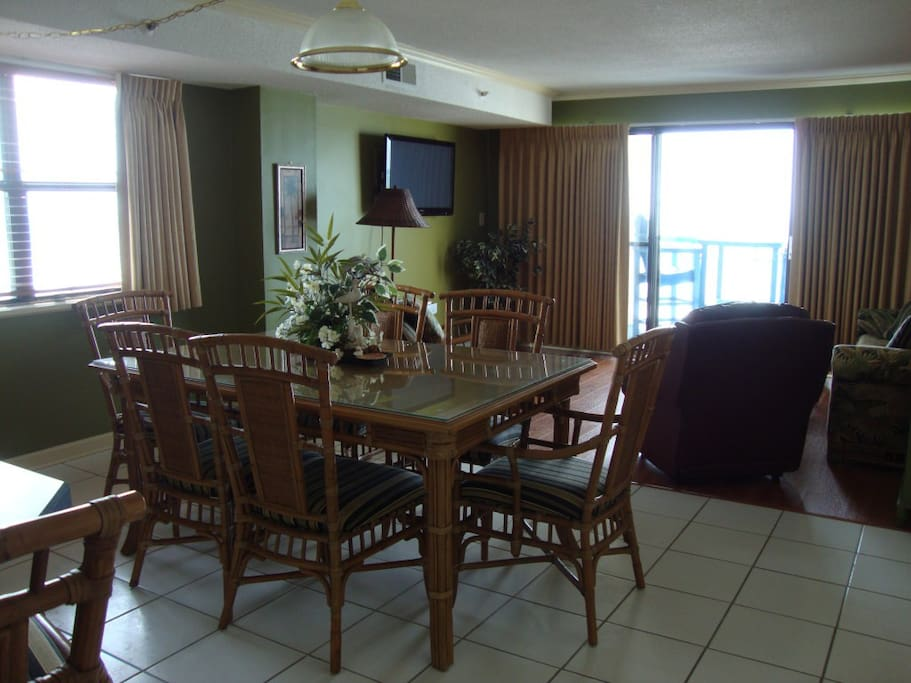 Dining Room in The Oceans 404