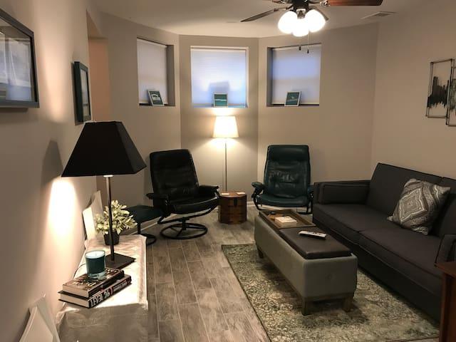 Comfortable North Center Garden Apartment, 2BR