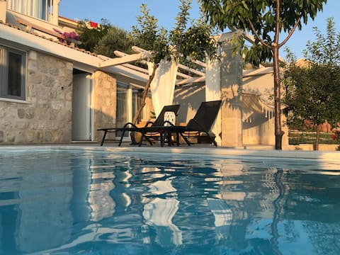Guest House N (Private Pool, Sea View and Parking)
