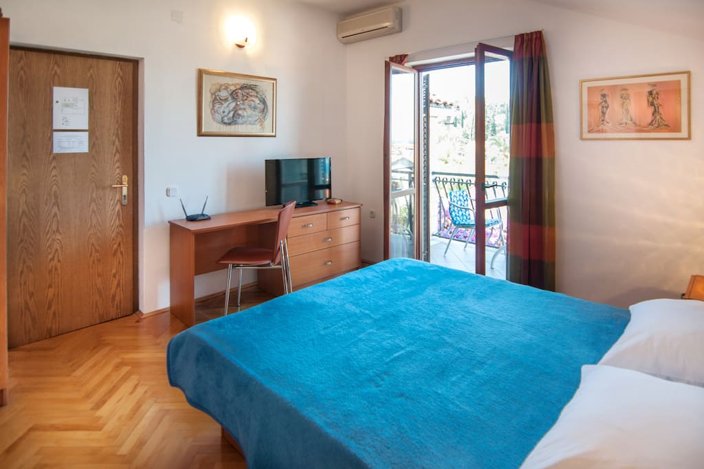Laptop friendly space, access to balcony