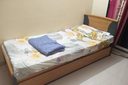 AC private room in Borivali West - Mumbai
