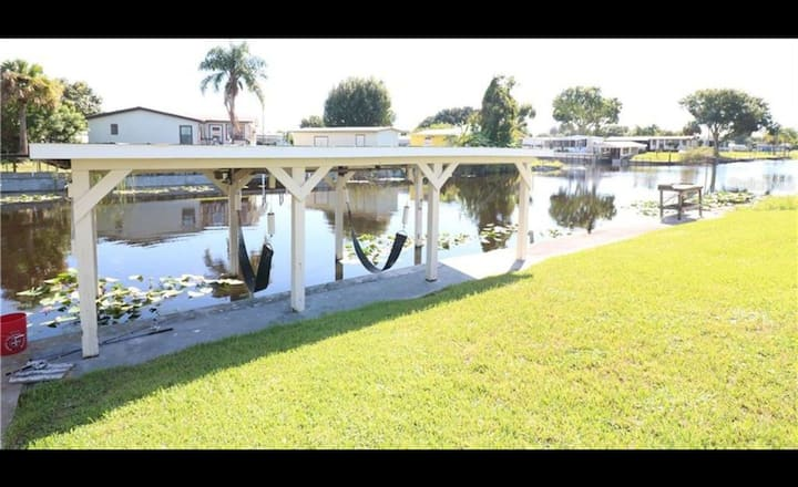 Castaway Cove 2/2 Waterfront w/boat ramp BHR