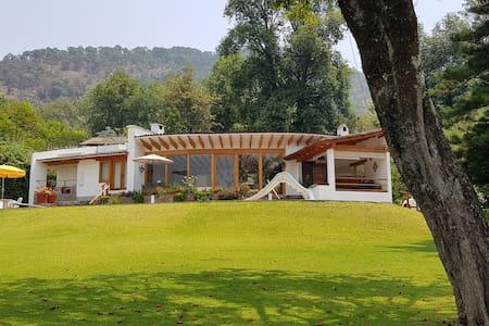 Casa Annette; un remanso de paz en Valle de Bravo
