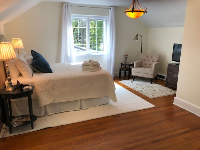 Private Bedroom & Bath - No Cleaning Fee - 5 Pts