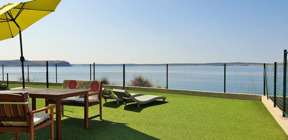 Apartment & garden: sea and beach! (2+2 persons)