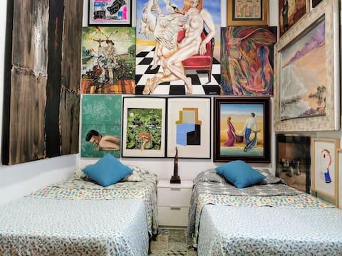 """""""Dormir con Arte"""" Hab. privada: 2 camas de 90X180"""