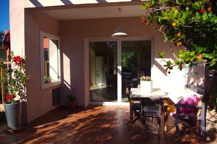 Helle Wohnung in Einfamilienhaus für 6 Personen