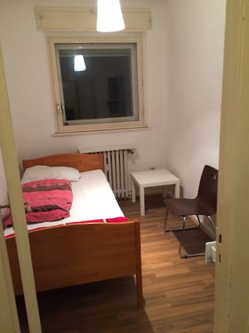 Little room in relaxed Student flat share.