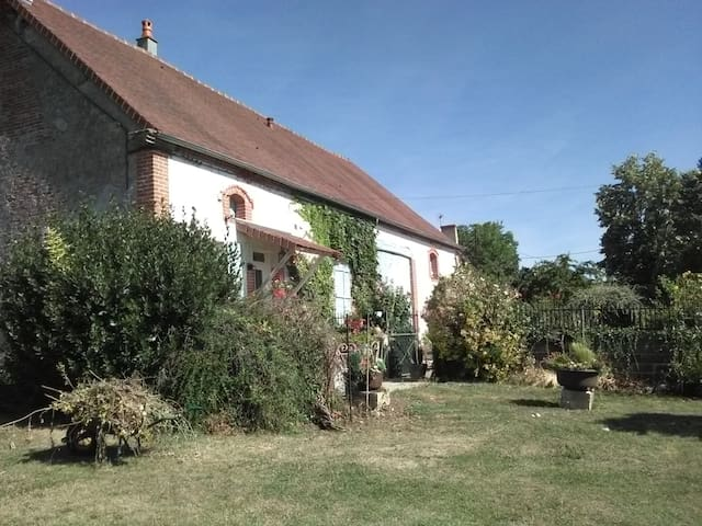 "Maison a la campagne ""la Chenal"" - Louchy-Montfand - Hus"