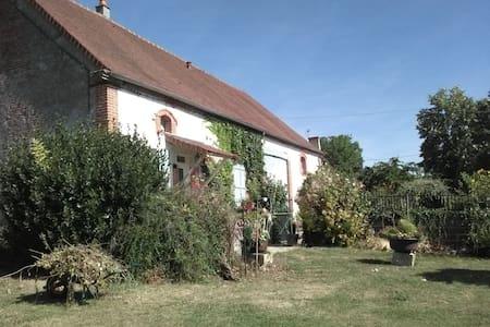 "Maison a la campagne ""la Chenal"" - Louchy-Montfand - Rumah"