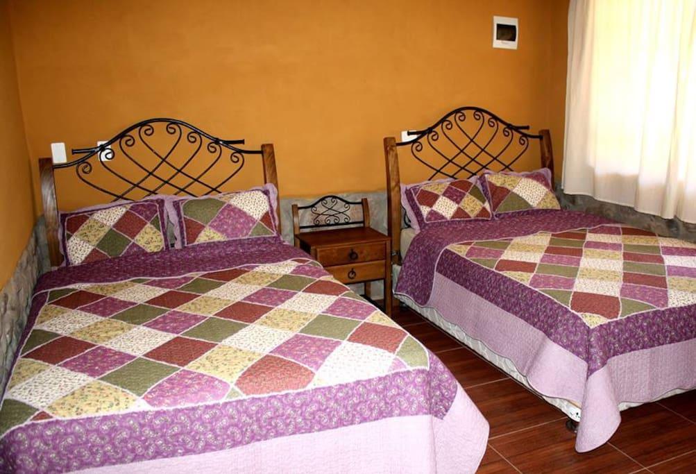 habitacion doble con sabanas de 144 hilos de algodon.