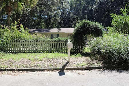 Peaceful Private Home with fenced yard in Micanopy