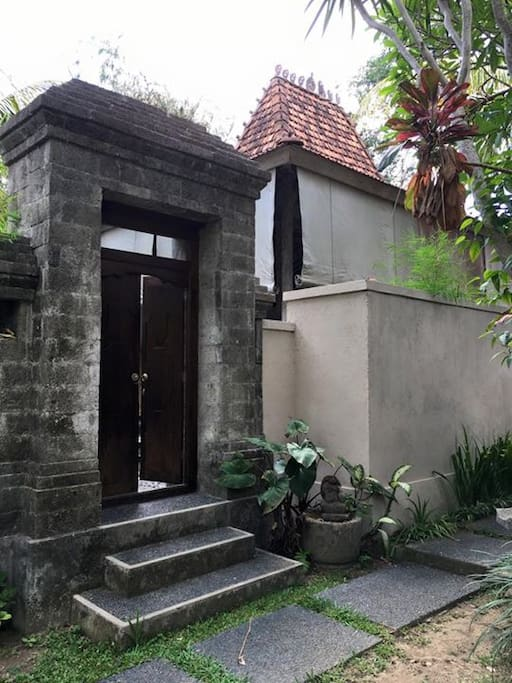 traditional balinese entrance