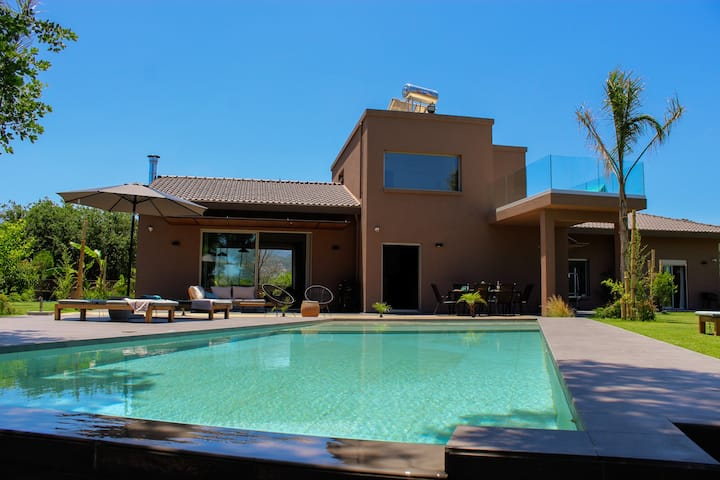 Villa Fuerte ✩ Heated Pool Included ✩  18 Guests