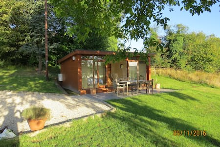 Self-contained chalet with south-facing views - Buckinghamshire - กระท่อมบนภูเขา