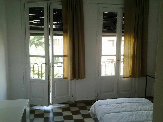 15 m 2 balcony sunny room private - Saragossa - Dom