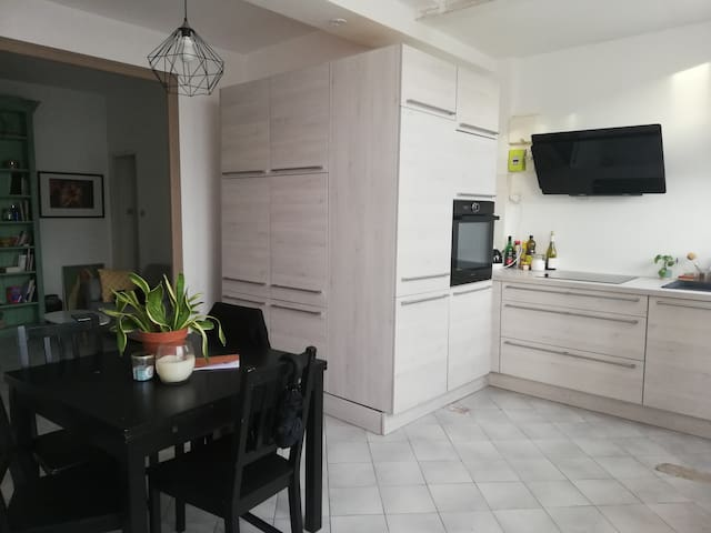 Bel appartement dans quartier calme avec WIFI
