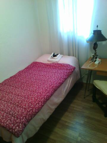 ROOM IN MADRID NEXT TO SIMANCAS SUBWAY - Madrid - Condominium