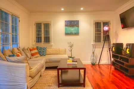 7BED VILLA WeHo on Santa Monica BLVD! POOL+HOTTUB! - West Hollywood - Villa - 2