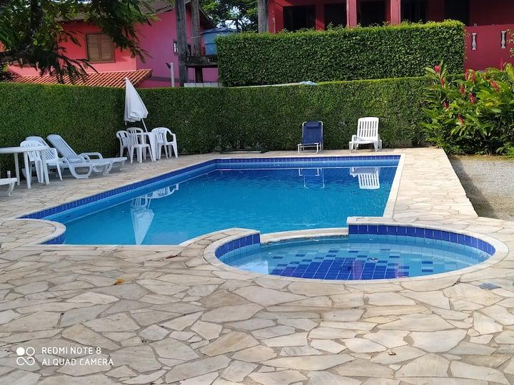 Casa em Maresias,em  condomínio com piscina