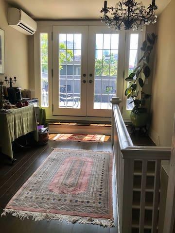 Third floor Yorkville suite in vintage home