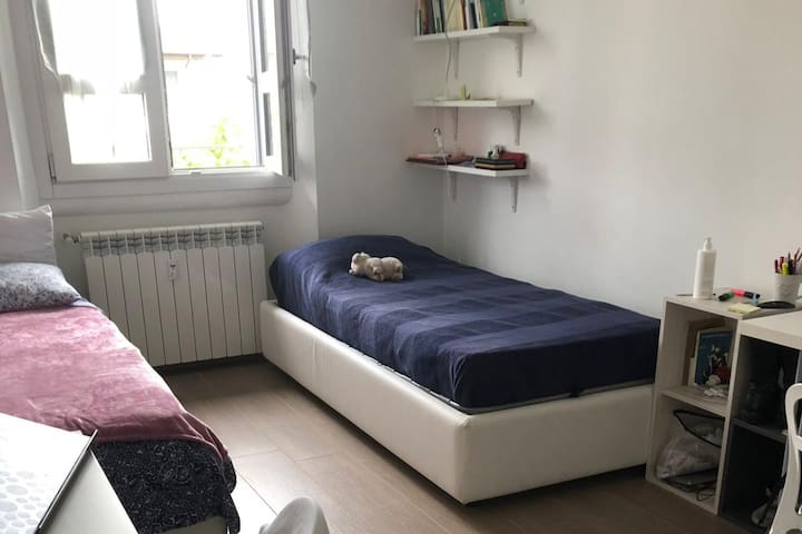 Shared room for female student close to Bocconi