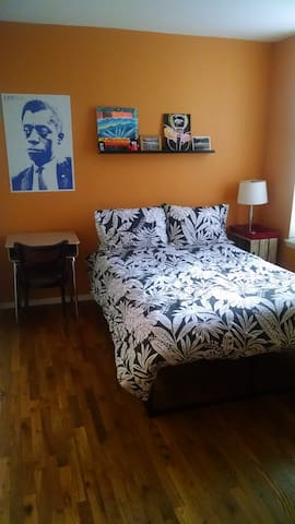 Cozy room in great Prospect Heights neighborhood.
