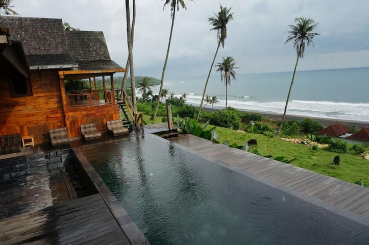 4 BDR Private pool Villa beach Front at Tabanan