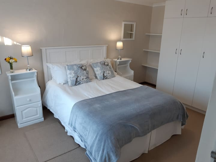 Modern & secure apartment - sleeps 4
